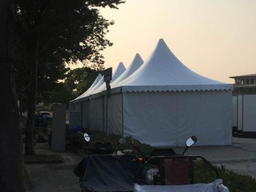 欧式尖顶篷房
